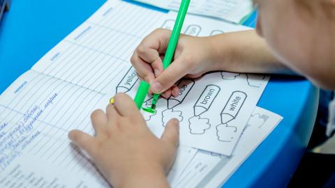 В каком возрасте отдавать ребенка на английский - факторы «За» и «Против»